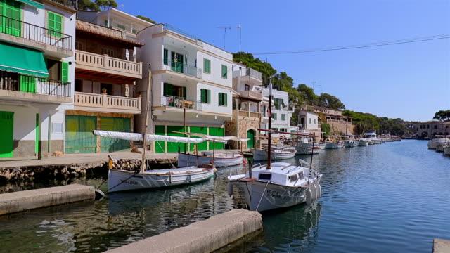 漁港バレアレス諸島マヨルカ島のカラ フィグエラ (バルセロナ)/スペイン - バレアレス点の映像素材/bロール