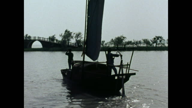 ws fishing junk sailing across calm water in south china; 1973 - barca da diporto video stock e b–roll