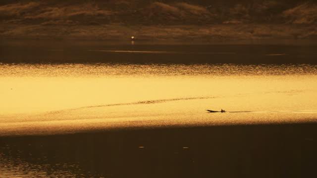 釣り人ボート / タイ - ノンタブリー県点の映像素材/bロール