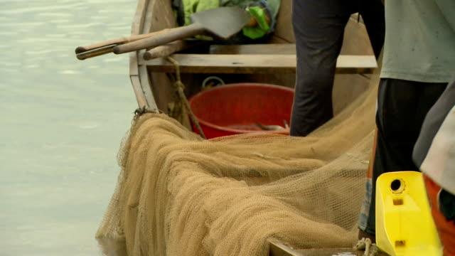cu fishing nets on a fishing boat on lake tanganyika/ bujumbura/ burundi - 男漁師点の映像素材/bロール