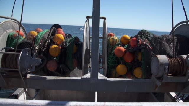 vídeos y material grabado en eventos de stock de fishing nets pulled into shrimp boat - quebec