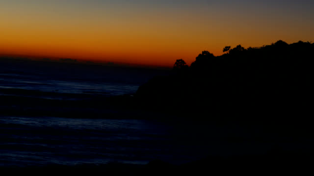 vídeos de stock, filmes e b-roll de a pescaria promontório ao nascer do sol - ângulo agudo