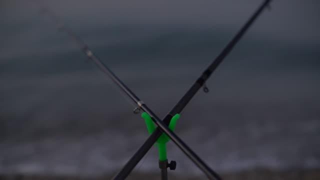vidéos et rushes de cannes à pêche - lancer la ligne de canne à pêche