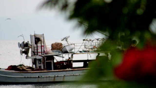angeln schiff - griechenland stock-videos und b-roll-filmmaterial