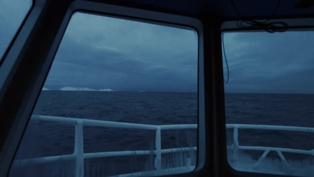 北極海の釣りスクレイタラ - タラ点の映像素材/bロール