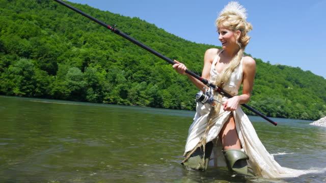 vídeos y material grabado en eventos de stock de hd: de pesca - caña de pescar
