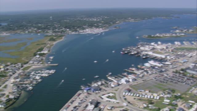 vídeos de stock e filmes b-roll de aerial fishing village of galilee on point judith / narragansett, rhode island, united states - rasto de movimento