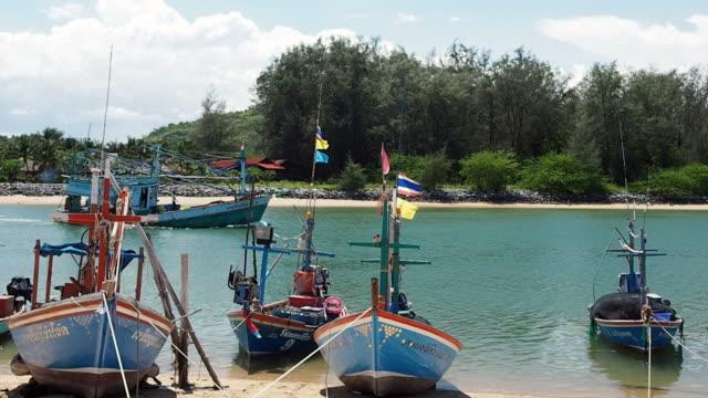 fiske båt - kommersiellt fisknät bildbanksvideor och videomaterial från bakom kulisserna