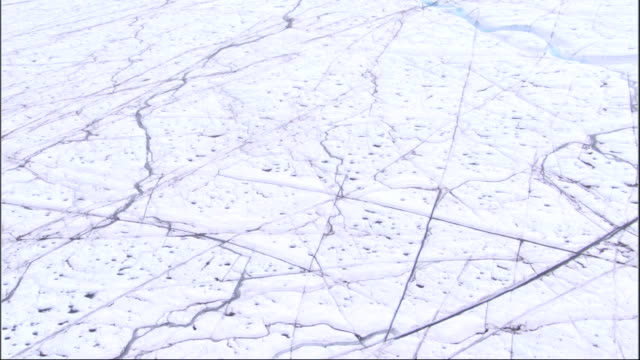 fissures criss-cross along a massive glacier in greenland. available in hd. - crisscross stock videos & royalty-free footage