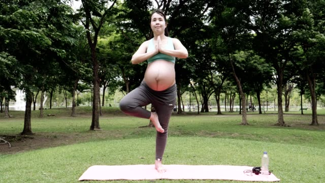Fit Pregnancy : Yoga Outdoor