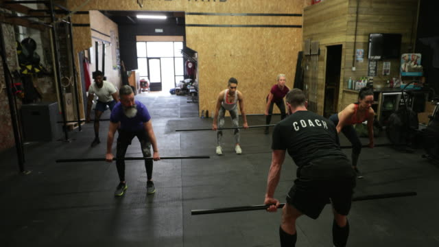 fitness class performing deadlifts - cross training stock videos & royalty-free footage