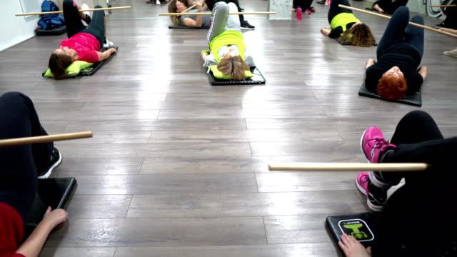 Fitness oefening voor oudere vrouwen