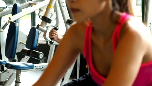 stockvideo's en b-roll-footage met fitness health care concept. mensen die sporten in spinning class sport in de sportschool - aerobics