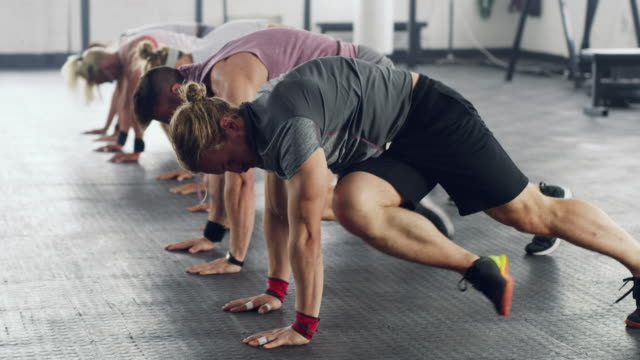 stockvideo's en b-roll-footage met fitness in sync - gym