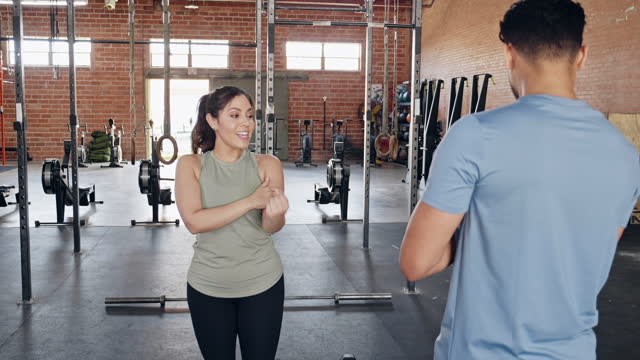 fitness instructor shows class proper weight lifting form - human limb stock videos & royalty-free footage