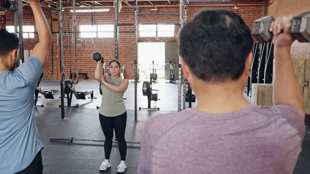 fitness instructor teaches weight training class - hand weight stock videos & royalty-free footage