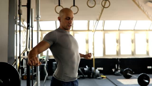 Fitness trainer explaining bench press training