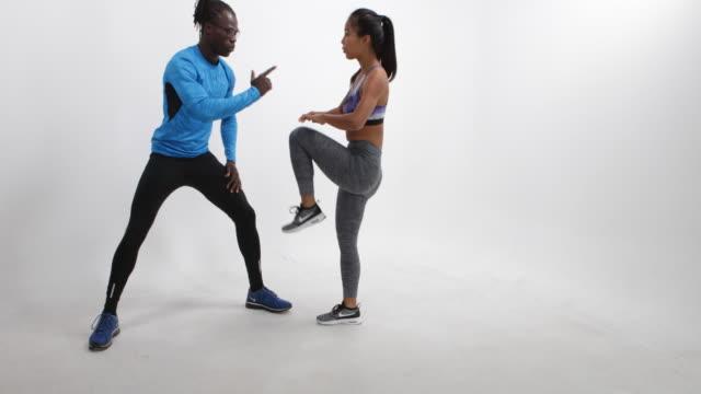 vídeos y material grabado en eventos de stock de fitness training in a photo studio in berlin - sports training