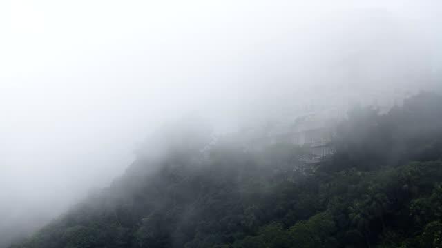 5 差動シーンの霧の上に流れるような山々 time lapse (低速度撮影) - ビクトリアピーク点の映像素材/bロール