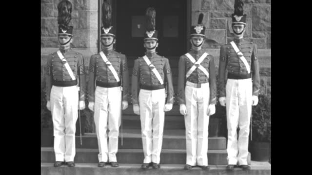 vídeos de stock e filmes b-roll de five honor cadets of us military academy standing in in row at attention on steps in front of building, wearing shako hats with varying degrees of... - 18 23 months