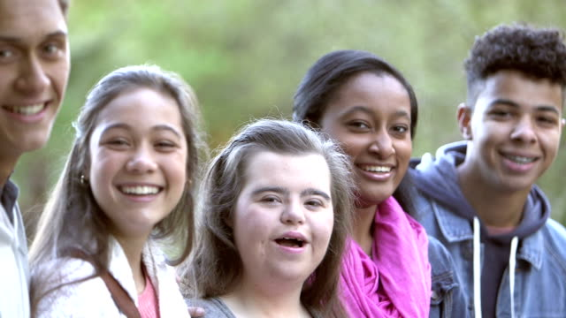 vídeos de stock e filmes b-roll de five multi-ethnic teenagers, girl with down syndrome - 14 15 years
