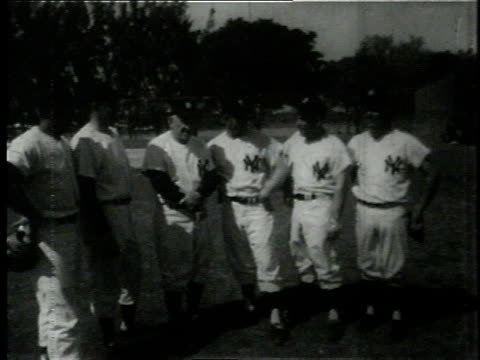 five of the 1960 new york yankees with manager casey stengel / casey stengel tipping hat - チーム写真点の映像素材/bロール