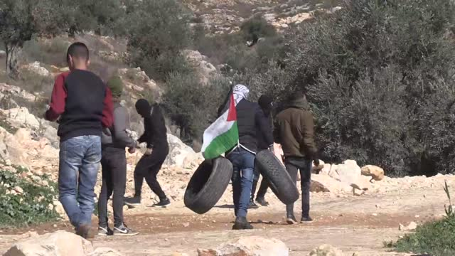 five palestinians suffered injuries on friday when the israeli forces fired plastic bullets and tear gas canisters to disperse a rally against the... - パレスチナ自治区点の映像素材/bロール