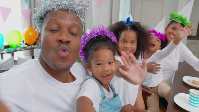 vídeos de stock e filmes b-roll de five people of happy family of african ethnicity with son and daughter greet and looking at camera on video conference for video call during social distancing together stay at home to prevent epidemics of coronavirus or covid-19. - aplanar a curva