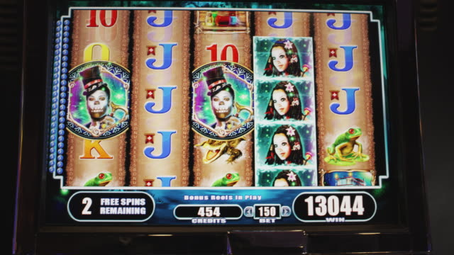 vídeos y material grabado en eventos de stock de five reels spin on a gambling slot machine. - oportunidad