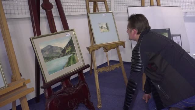 five watercolours signed a. hitler will be auctioned off at the weidler auction house in the southern german city of nuremberg - asta oggetto creato dall'uomo video stock e b–roll