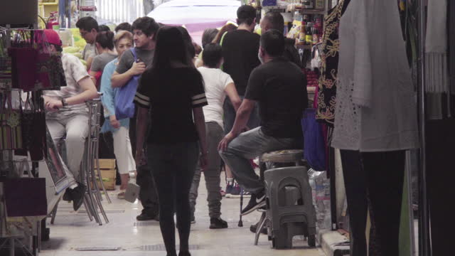 fixed shot. full shot. people passing through the corridor inside mercado alamos market. some people are wearing sanitary masks. there are many... - females stock videos & royalty-free footage