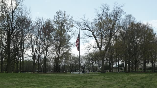 flag and a pow-mia flag fly near vietnam veterans memorial at the national mall april 1, 2020 in washington, dc. the district of columbia has joined... - vietnam veterans memorial video stock e b–roll