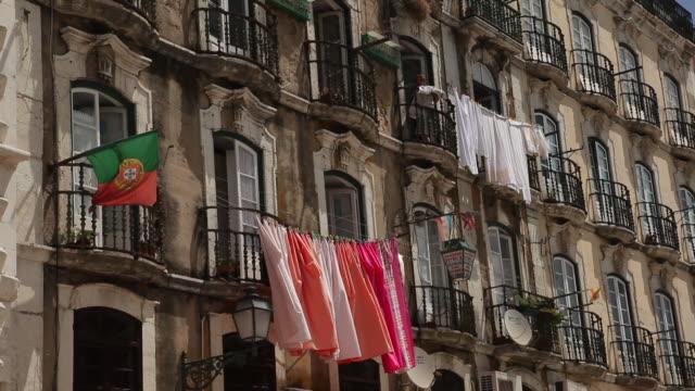 vídeos y material grabado en eventos de stock de ms flag and laundry hanging at old building / lisbon, portugal - clothesline