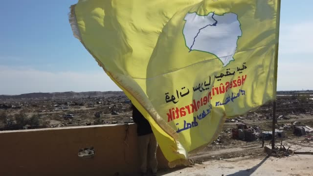 flag inside the final encampment held by isil on march 23, 2019 in baghouz, syria. the kurdish-led and american-backed syrian defense forces declared... - militante gruppe stock-videos und b-roll-filmmaterial