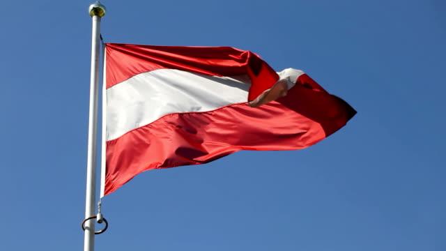 flagge von österreich - austria flag stock-videos und b-roll-filmmaterial