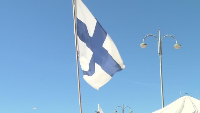 flag of finland - finnland stock-videos und b-roll-filmmaterial