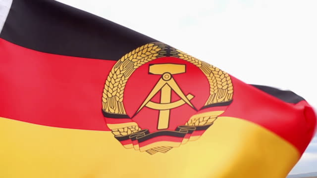 vídeos de stock, filmes e b-roll de bandeira da república democrática alemã elevado detalhe - east berlin