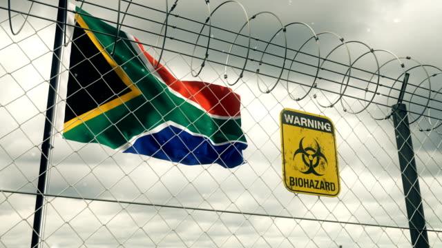 バイオハザードと南アフリカの旗は検疫の警告に署名します。ループ可能。 - バイオハザードマーク点の映像素材/bロール