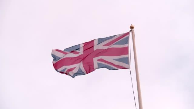 uk flag - bandiera inglese video stock e b–roll