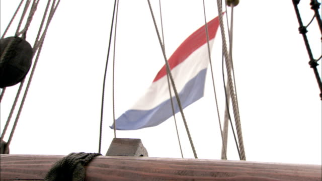 a flag waves on a ship. available in hd. - niederlande stock-videos und b-roll-filmmaterial