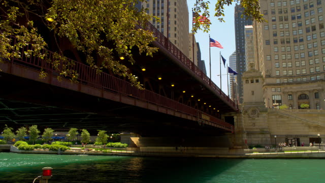 flags wave on dusable bridge over the chicago river. - dusable bridge stock videos & royalty-free footage
