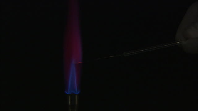 a flame test used in chemistry to detect the presence of certain metal ions, based on each elements characteristic emission spectrum (potassium carbonate) - chemistry点の映像素材/bロール