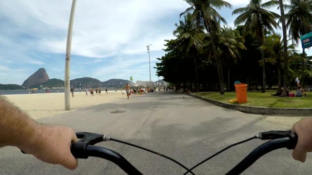 vídeos y material grabado en eventos de stock de flamengo beach en rio de janeiro - manillar