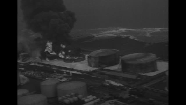 stockvideo's en b-roll-footage met flames / aerial two tanks engulfed in flames and smoke / billowing flames and smoke / sprinkler system hoses down tanks / vs firefighters hose tanks... - fire hose