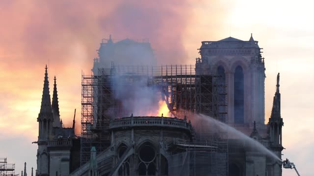 stockvideo's en b-roll-footage met flames and smoke are seen billowing from the roof at notredame cathedral on april 15 2019 in paris france a fire broke out on monday afternoon and... - vuur