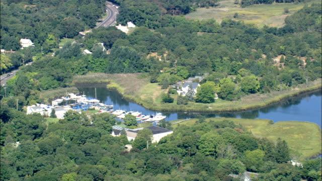 フランダースベイ航空写真-ニューヨーク州サフォーク郡、アメリカ合衆国 - ロングアイランド点の映像素材/bロール