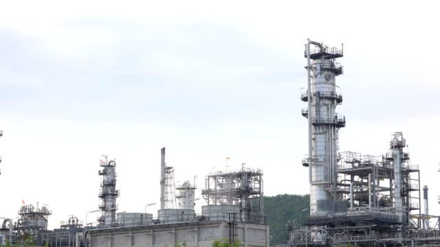 石油・ガス精製所からのフレアスタック - 燃焼煙突点の映像素材/bロール