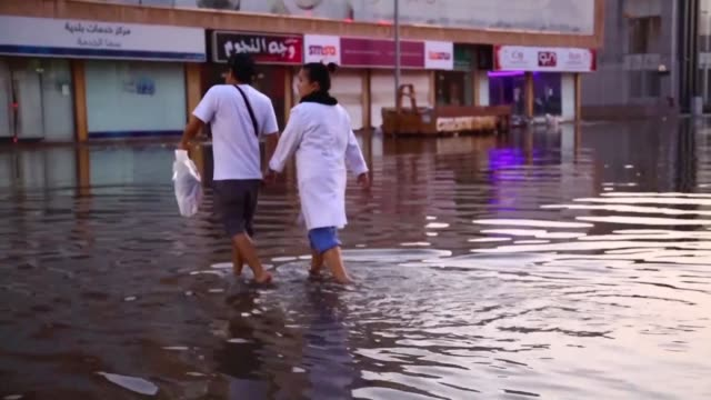 flash floods triggered by heavy rains swept through jeddah on tuesday leaving motorists stranded and forcing authorities to shut schools and... - jiddah stock-videos und b-roll-filmmaterial