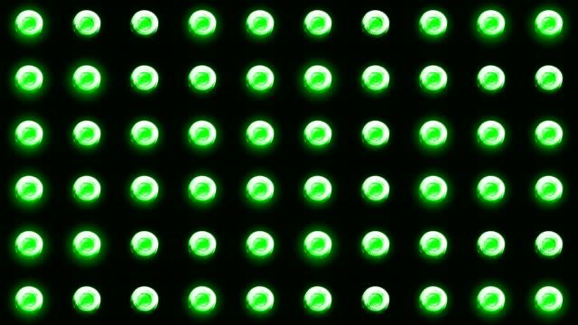 blinkende scheinwerfer glühbirne - led leuchtmittel stock-videos und b-roll-filmmaterial