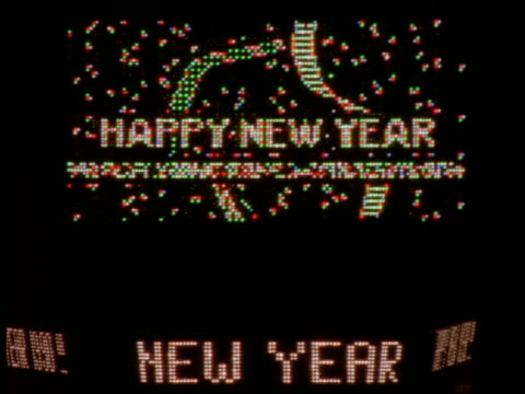 """flashing """"happy new year """" sign in times square at night - 2001 stock-videos und b-roll-filmmaterial"""